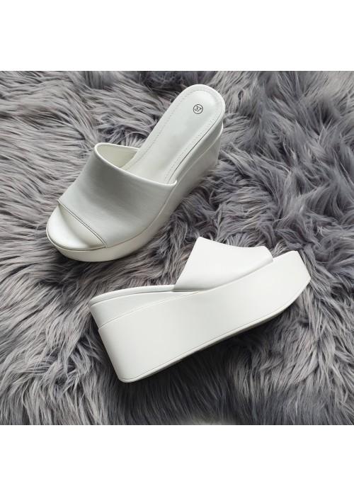 Platformové šľapky Emma biele