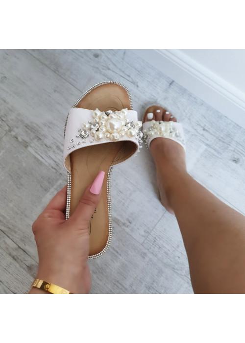 Biele šľapky s perličkami Laura