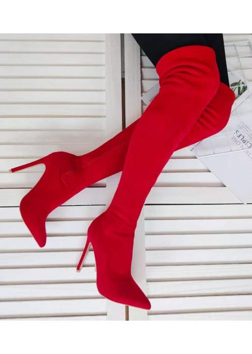 Červené čižmy nad Koleno Habibi