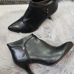 Kožené členkové topánky Maria čierne