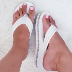 Biele šľapky na platforme Trixie