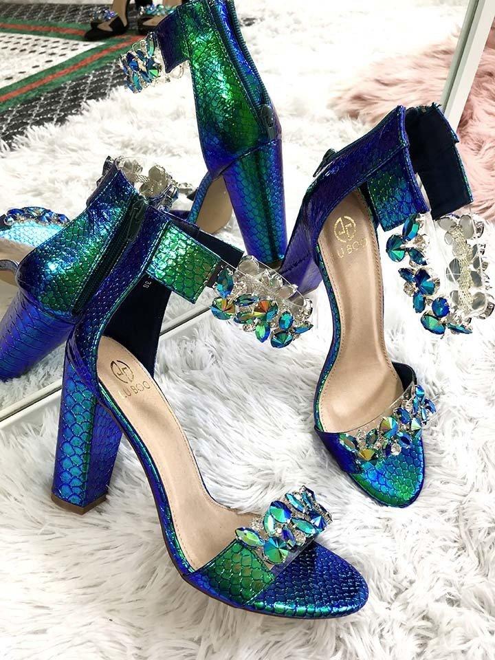 dbef793ade69 Luxusné sandálky s kryštálikmi Sally modré · Kliknite pre zväčšenie obrázku